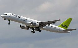 Air Baltic B752 YL-BDC.jpg